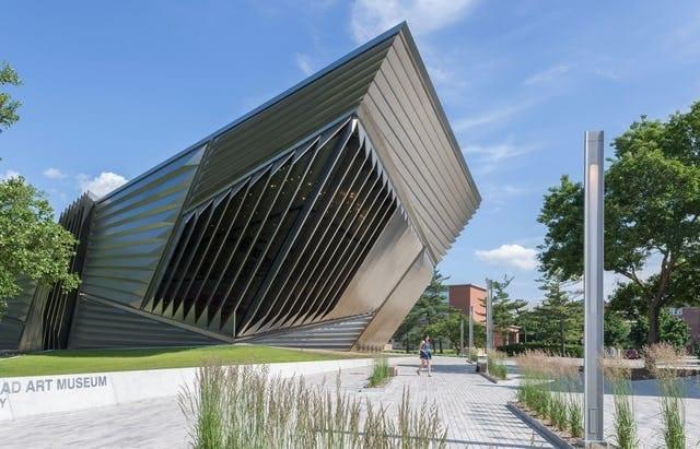 BROAD MUSEUM USES RADIUS REDUCTION TO MANUFACTURE ITS PRECISION EDGES.