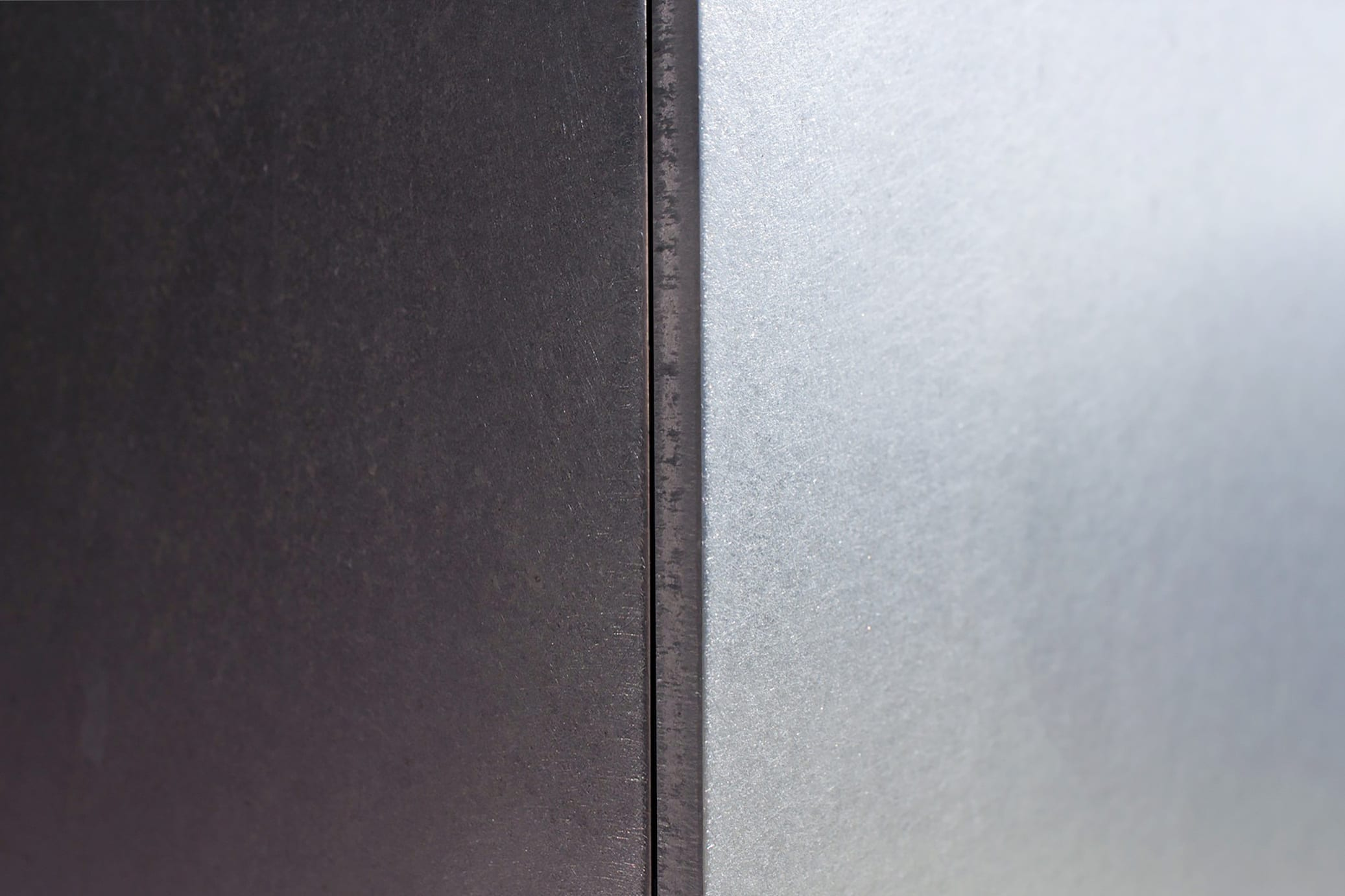 Detail of the Angel Hair® surface used on the stainless steel fins.
