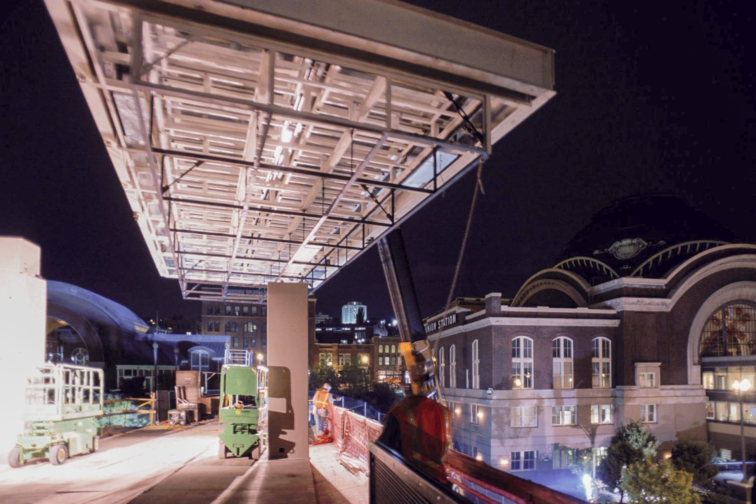 Zahner field construction crew installs the Seaform Pavilion for the Chihuly Bridge of Glass