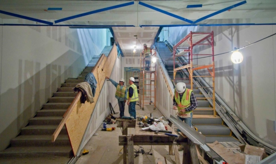 Installation of Kauffman Center interior metalwork by Zahner field operators