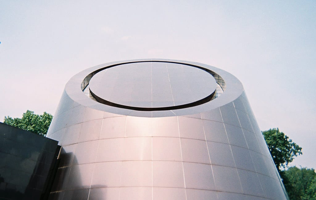 Viewers can align themselves with the roof from this angle and locate the North Star