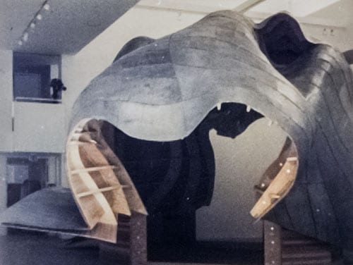 Installation of the horse head sculpture at Gagosian.