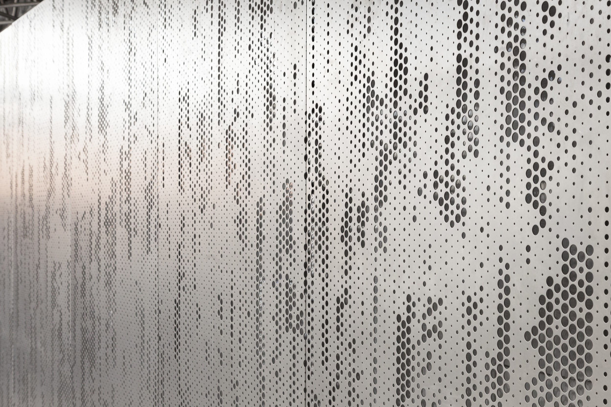 Abstract feature wall in Angel Hair stainless steel. Designed to accept diffuser and back lighting.