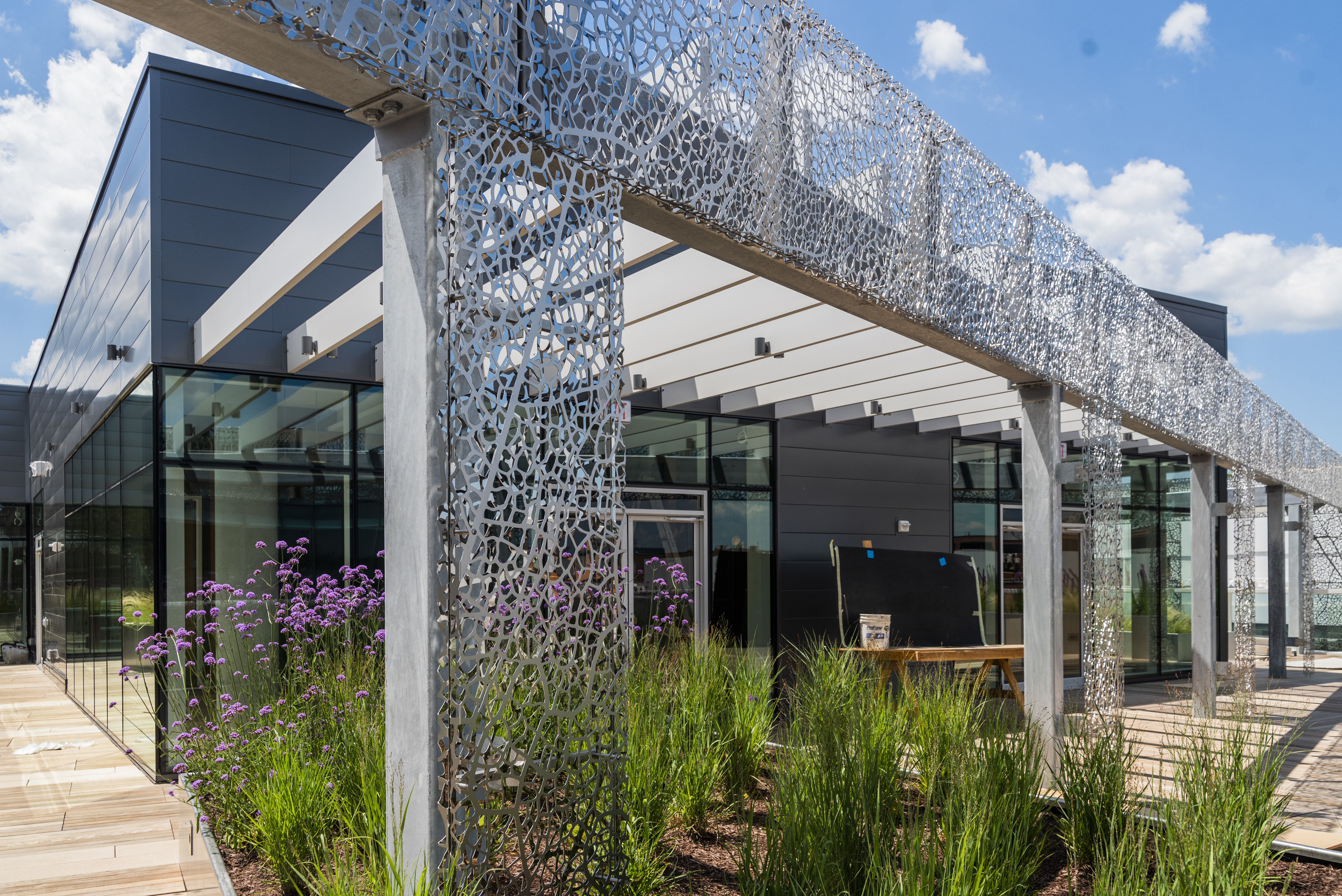 Landscaped rooftop terrace with integrated art screen by Jan Hendrix.